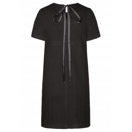 Modernes Kleid JULIA mit stilvollem Fischgrätenmuster /